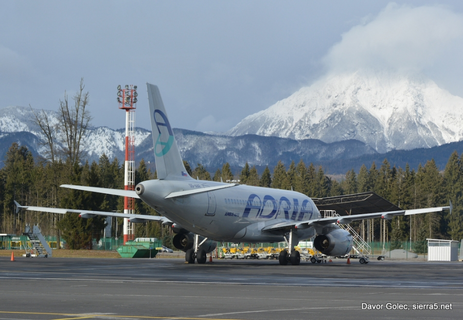 Adria zaradi stavke najela več letal