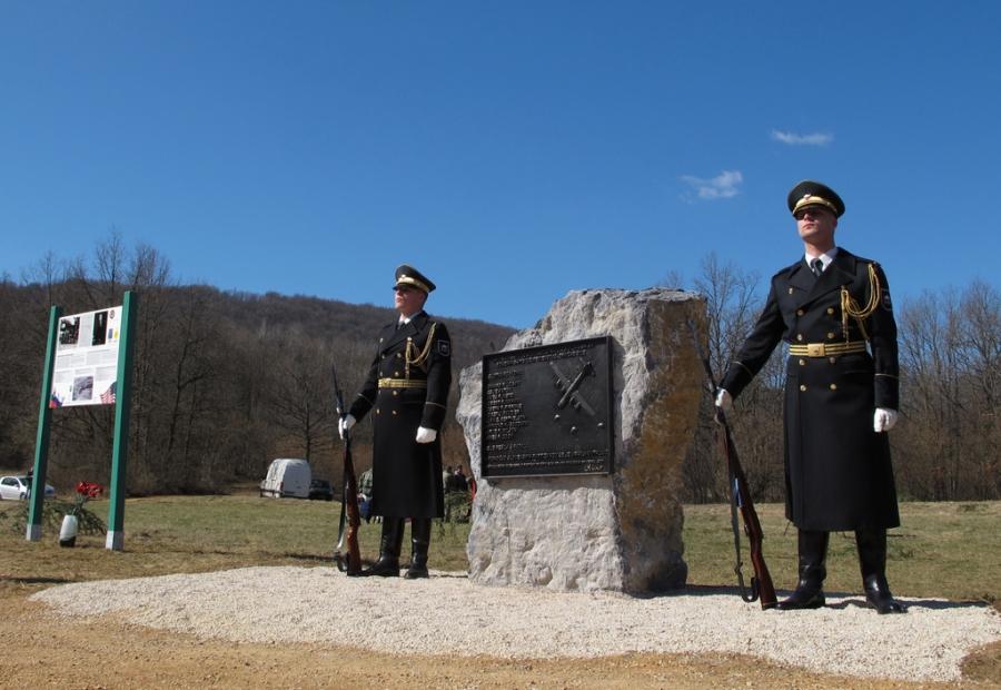 Odkritje spominske plošče ameriškim letalcem v Gradencu